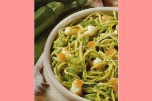 Spaghetti con scamorza e zucchine